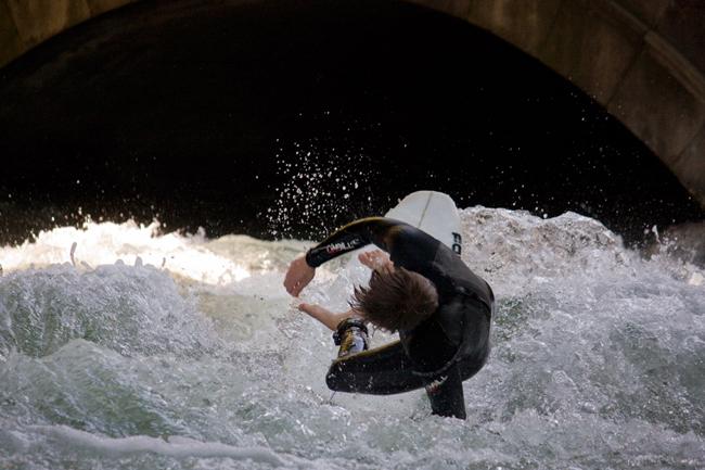 Eisbach-Surfer_Munchen_2