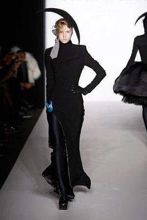 Berlin_Fashionweek_Hausach_Couture_Kleid_mit_Schlitz1