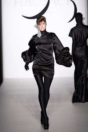 Berlin_Fashionweek_Hausach_Couture_kurzes_Kleid_Puffaermel2