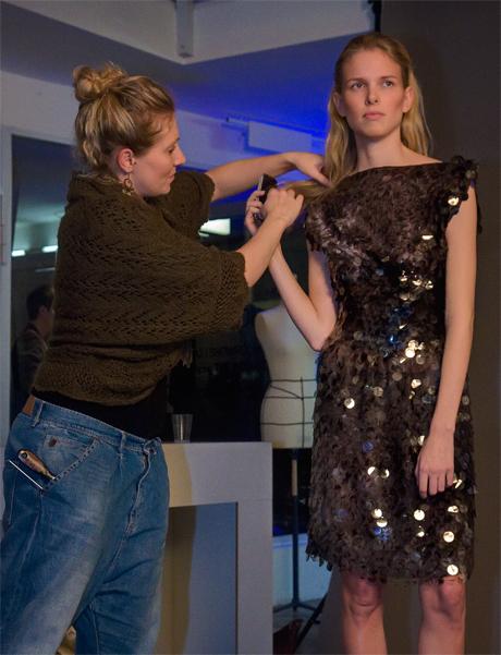 Nokia Fashion-Café Düsseldorf: Modell Lina in einem Paillettenkleid von Irene Luft
