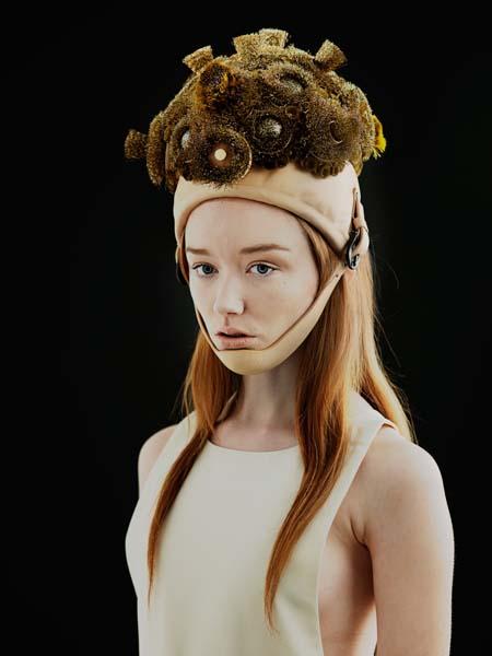 Melissanthi Spei: futuristischer Hut