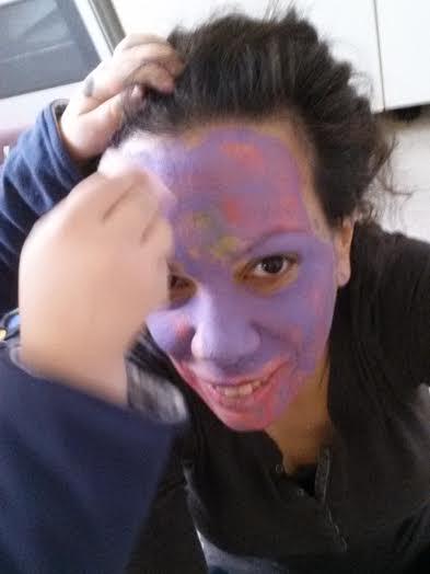 Patricia wird geschminkt