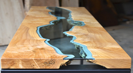 Greg Classen: River Collection - Tisch mit Holz-Glasplatte