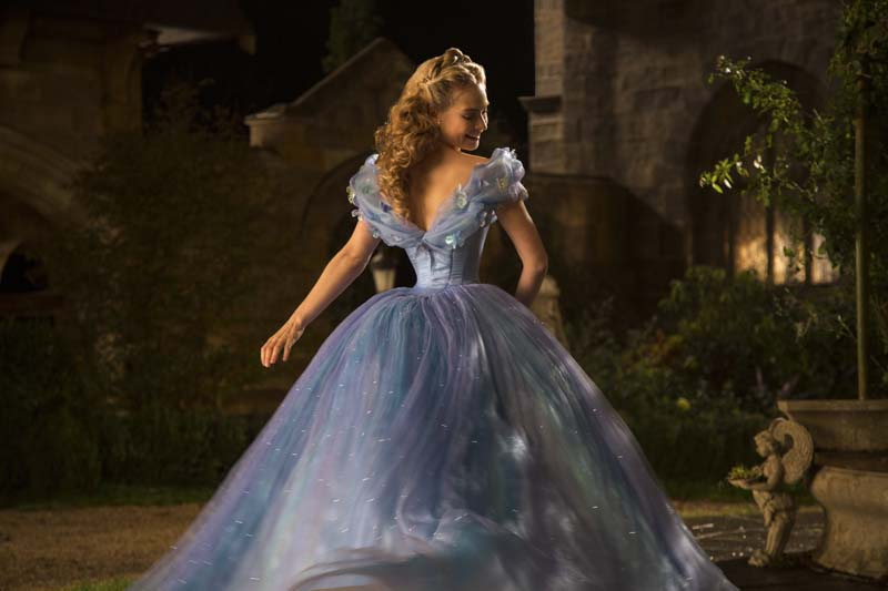 Cinderella im blauen Ballkleid - Disney