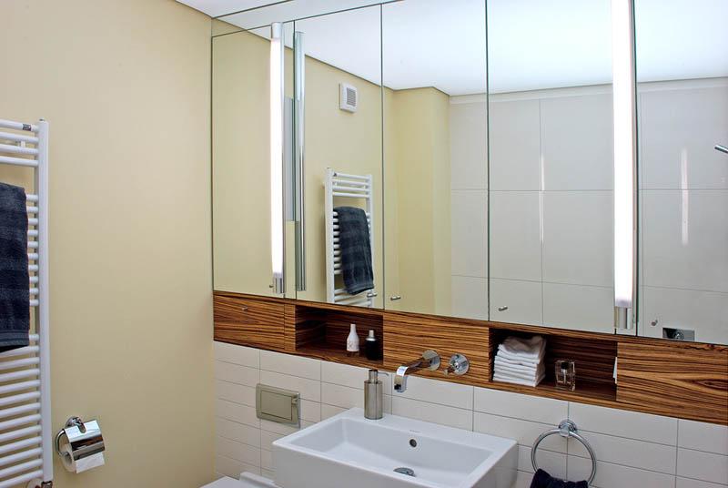 Badezimmer_dunkles_Holz