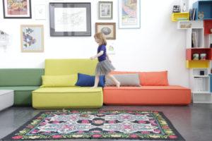 Spaß in kunterbunt und zum selber Zusammensetzen: das Cubit-Sofa